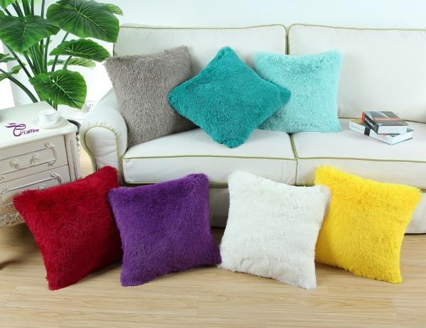 Подушка декоративная меховая-027